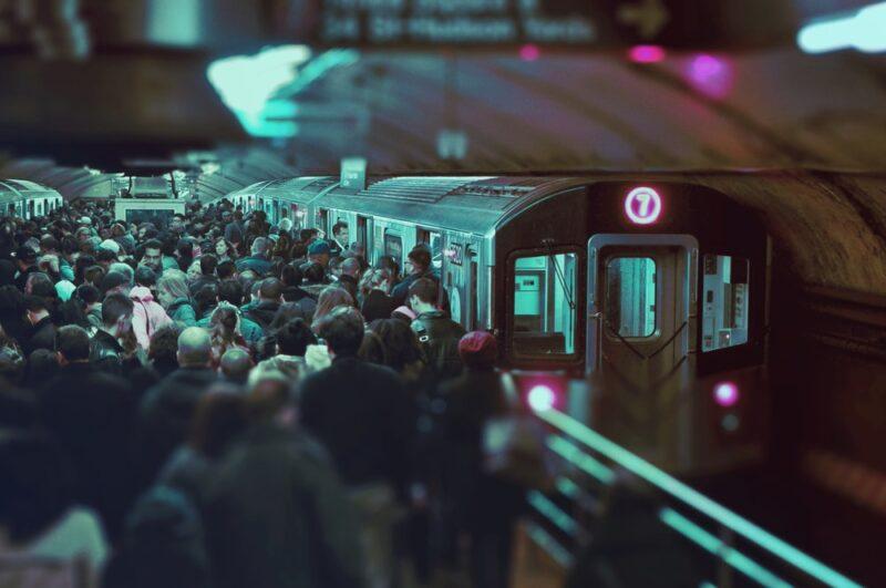 満員電車がストレスになる原因